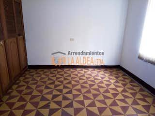 Un cuarto de baño con un piso a cuadros blanco y negro en Casa Para Venta en Villa Paula de 108mt2
