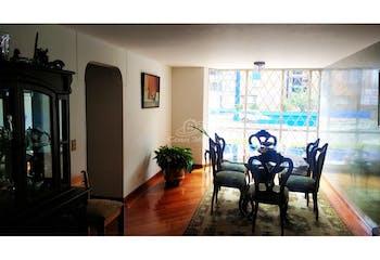 Apartamento en venta en La Esmeralda de 4 habitaciones