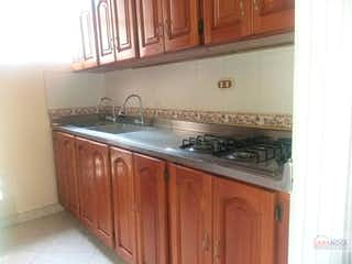 Una cocina con una estufa y un fregadero en Guayabalia 4