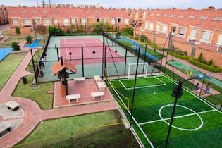 Casa en venta en Casco Urbano Mosquera de 4 hab. con Gimnasio...