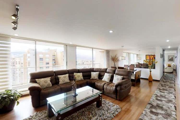Portada Apartamento En Venta en Gilmar, de 178mtrs2 con balcón y chimenea