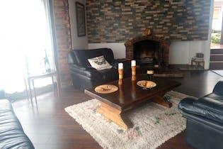 Casa en venta en Vía La Calera, de 385mtrs2 con chimenea