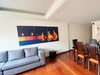 Una sala de estar llena de muebles y una televisión de pantalla plana en Apartamento En Venta En Santa Helena, de 89,96mtrs2 con chimenea