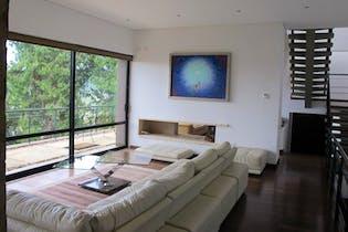 Casa en venta en Casco Urbano La Calera de 442 mts2 de 2 niveles