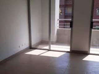 Una imagen de una habitación que tiene una ventana en Apartamento en venta en Belén Centro de 95 mts2