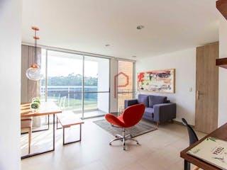 Una sala de estar llena de muebles y una ventana en verde terra
