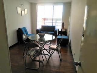Una sala de estar llena de muebles y una televisión de pantalla plana en Apartamento en venta en La Estrellita Norte, 64mt con balcon