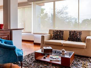 Una sala de estar llena de muebles y una gran ventana en  Apartamento en venta en Barrio Niza de 230mt2