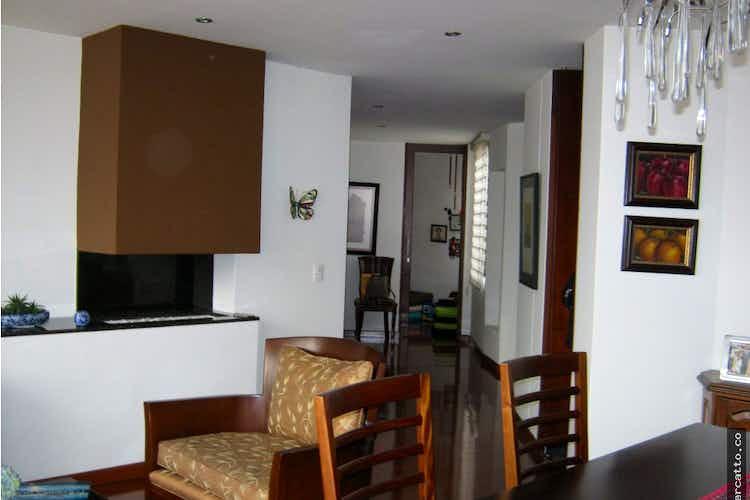 Portada Apartamento en venta en Bella Suiza con balcón.
