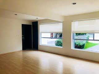 Una vista de una sala de estar con un gran ventanal en Departamento en venta en Tarango de dos recamaras
