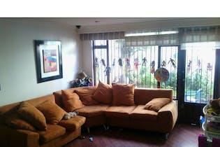 Casa en venta en Caobos Salazar de 5 alcobas
