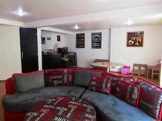 Una sala de estar llena de muebles y un sofá rojo en Casa en venta en Tetelpan de 318mt2 de tres niveles