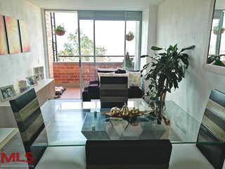 Una sala de estar llena de muebles y una planta en maceta en Palma Cera
