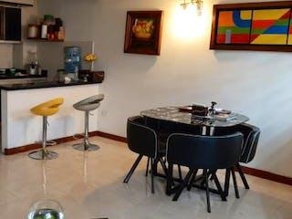 Una sala de estar llena de muebles y una chimenea en Arboleda de San Gabriel