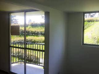 Una ventana en una habitación con una ventana en MANZANILLOS
