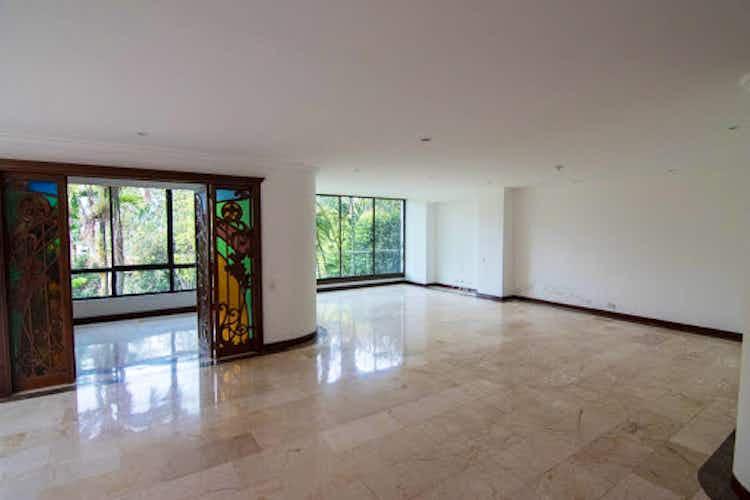 Portada Casa en venta en El Tesoro de tres niveles.