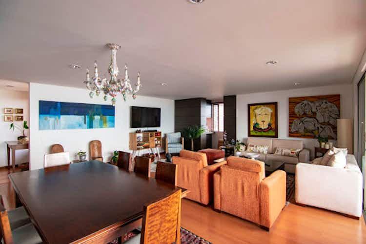 Portada Apartamento en venta en El Tesoro con balcón.