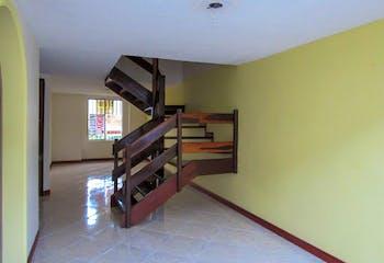 Casa en venta en Los Colegios de 105mts2, dos niveles