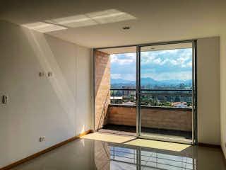 Un baño con una ventana y un balcón en Apartamento en Rionegro, Zona Franca con 3 habitaciones y balcón - 78 mt2.