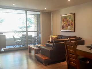 Una sala de estar llena de muebles y una ventana en Apartamento en venta en Tres Puertas de 90 mt