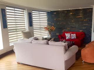 Una sala de estar llena de muebles y una ventana en GALES