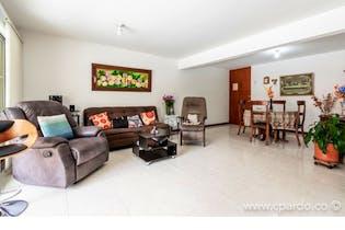 Apartamento en venta en Loma de Benedictinos de 136 mt con balcón
