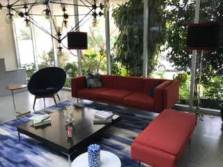 Una sala de estar llena de muebles y una ventana en Departamento en venta en Lomas de Santa Fe de 75mt2