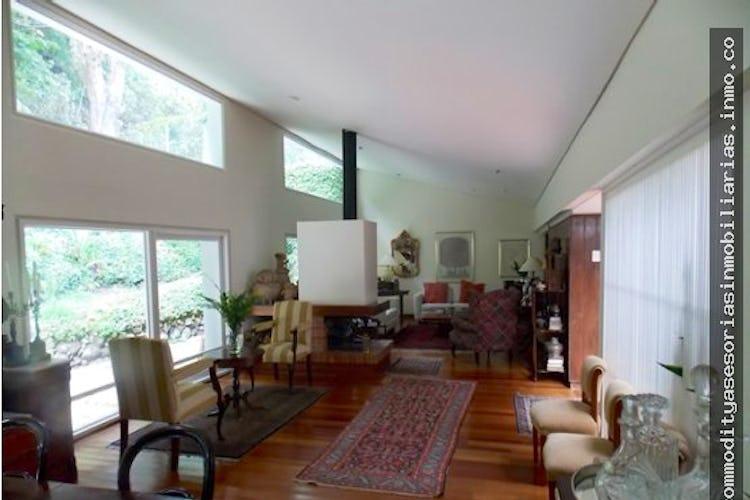 Portada Casa en Santa Ana, Bogota - 530 mts, 4 parqueaderos.