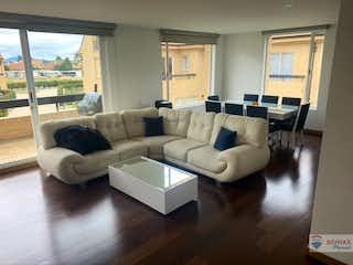 Una sala de estar llena de muebles y una ventana en Apartamento en venta en Bojacá de 271.6 mts2
