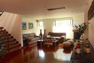 Casa en venta en Santa Ana, 270m² con Zonas húmedas...