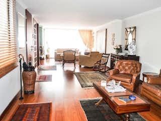 Una sala de estar llena de muebles y una mesa en Apartamento En Venta En Santa Paula de 116mt2