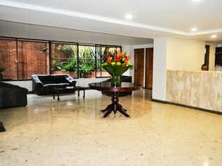 Una sala de estar llena de muebles y una ventana en Apartamento En Venta En Barrio La Carolina de 204,2mt2