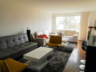 Una sala de estar llena de muebles y una ventana en Apartamento en venta en Niza Norte de 58 mt