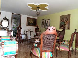 Una sala de estar llena de muebles y una pintura en Casa en venta en Florida Nueva, de 141mtrs2