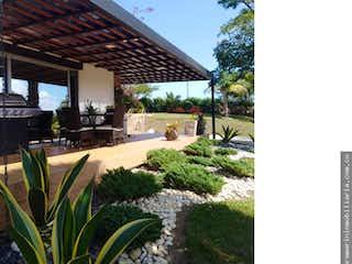 Una vista de un jardín en un jardín en Casa en venta en El Tablazo de 6970 mt