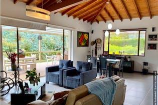 Casa en venta en Loma Del Escobero de 3 alcobas