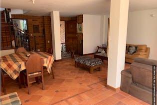 Casa en venta en Loma de Las Brujas de tres alcobas