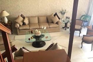 Casa en venta en Colon Echegaray de 274mts2, dos niveles