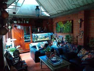 Una sala de estar llena de muebles y una ventana en SANTA MARIA LA ANTIGUA