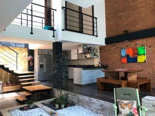 Una sala de estar llena de muebles y una chimenea en  URB RINCON DE LA DOCTORA
