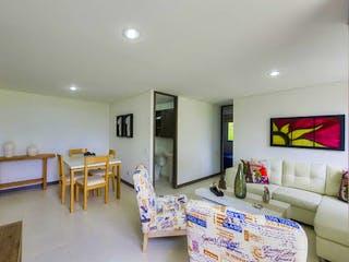 Una sala de estar llena de muebles y una televisión de pantalla plana en Apartamento en venta en Tablaza  2 habitaciones