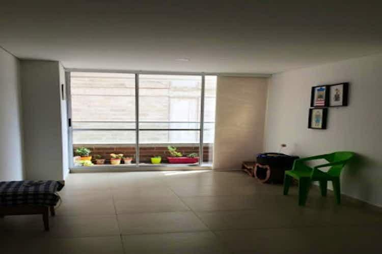Portada Apartamento en venta en Calle Larga de 60 mt con balcón