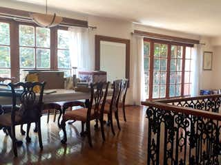 Una sala de estar llena de muebles y una ventana en Departamento en venta en Alcantarilla, 230mt de dos niveles.