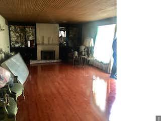 Una sala de estar llena de muebles y una televisión de pantalla plana en Apartamento en venta en El Virrey, de 215mtrs2