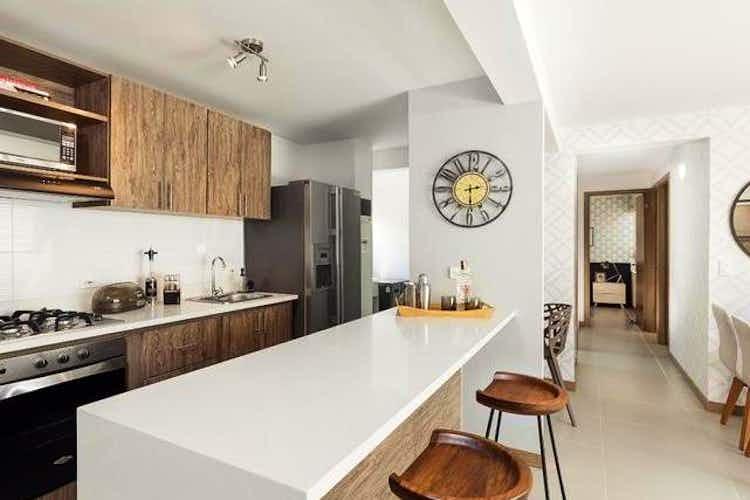 Portada Apartamento en venta en Santa Ana de 77mt con balcón