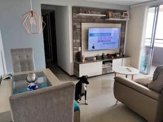 Una sala de estar llena de muebles y una televisión de pantalla plana en pitriza