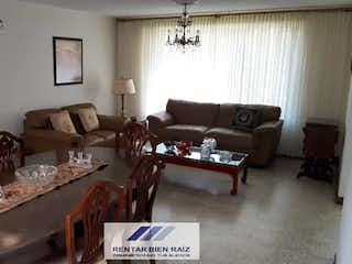Una sala de estar llena de muebles y una ventana en Casa en venta en Velódromo de 980 mt