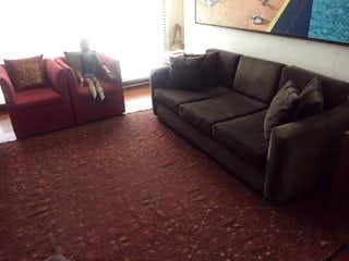 Una sala de estar llena de muebles y un sofá en TORRE FERRARA