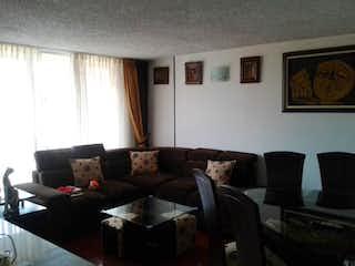 Una sala de estar llena de muebles y una ventana en Apartamento en Nueva Marsella, Puente Aranda - con tres habitaciones