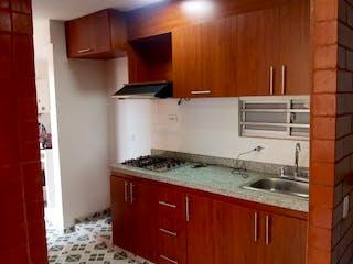 Una cocina con armarios de madera y un fregadero en Apartamento en venta en Zipaquira  3 habitaciones